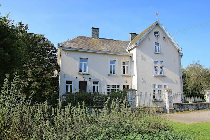 Splendid Mansion in Bastogne with Fenced Garden