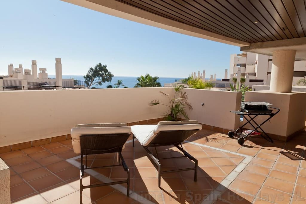 Great terrace with plunge pool
