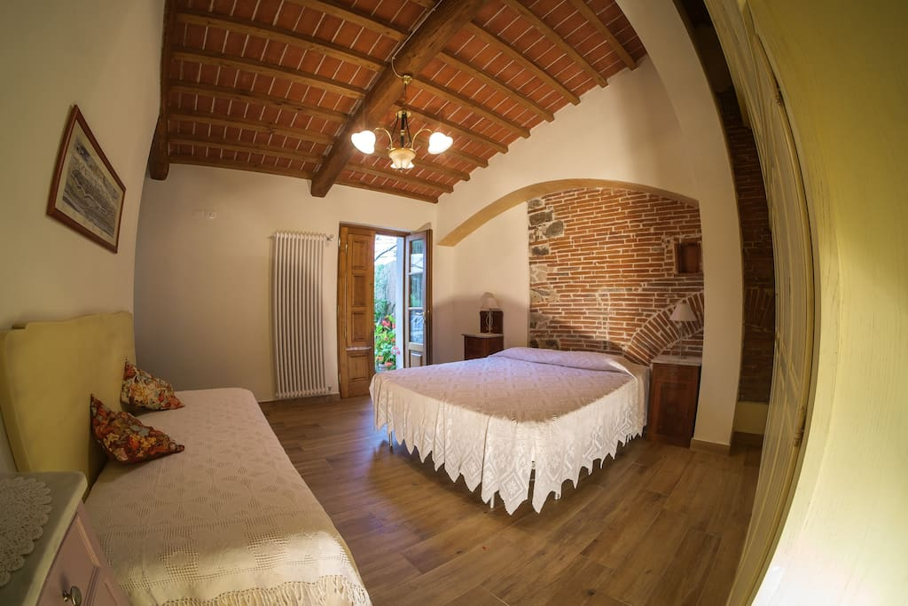 CARLO : GROUND FLOOR. TRIPLE WITH PRIVATE BATHROOM