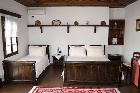 Deluxe Triple Room 1-Hotel Kaceli