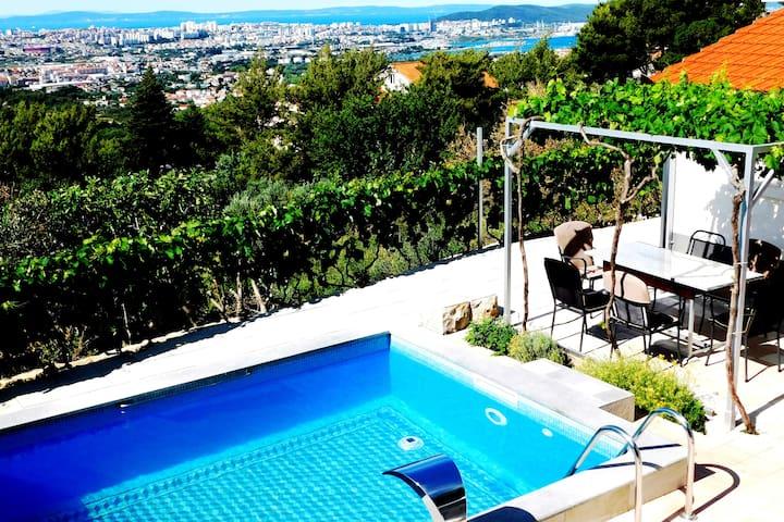 Villa Valenta - Klis above Split, nice view & pool