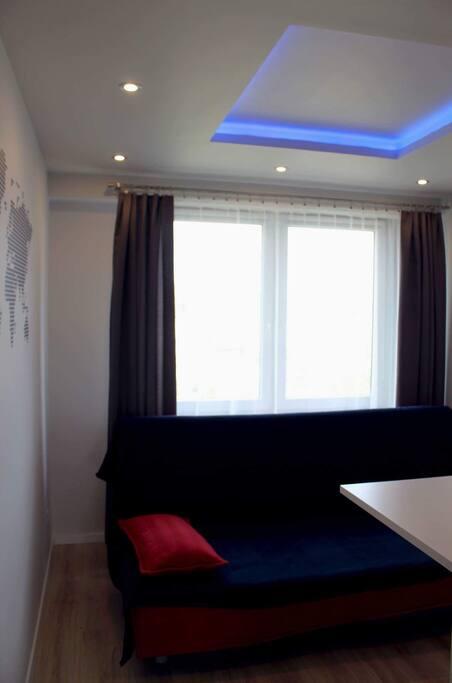 Mała sypialnia, może również służyć jako miejsce do pracy