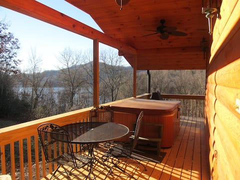 """""""Cozy lake view, log, cabin, with hot tub!"""""""