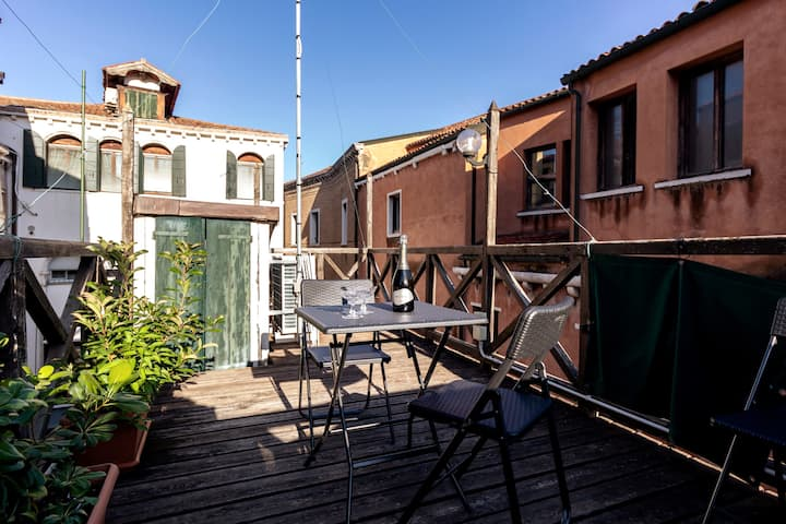 3BDR w/rooftop terrace top location mid/long term