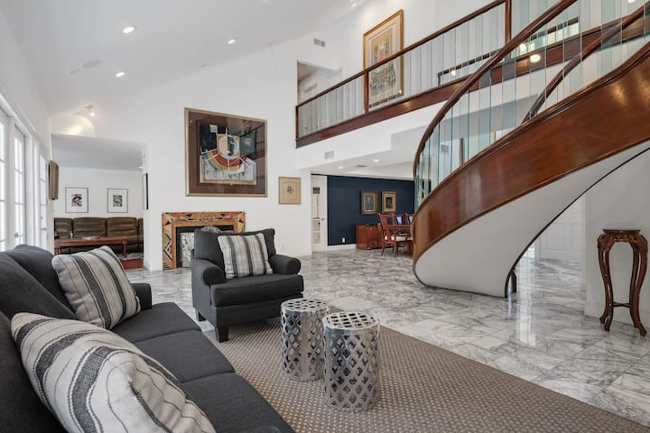 Hollywood Hills, Spacious Upscale 6bd/5.5ba