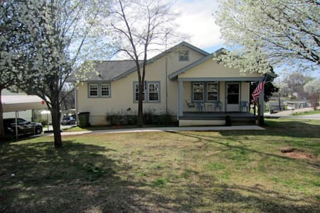 aunt helen's house