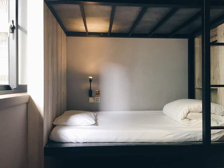 8 床混合宿舍房單人床