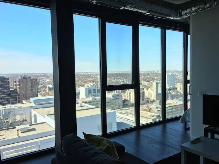 19th Fl SkyHigh Condo-Amazing Sunsets+24/7 Parking