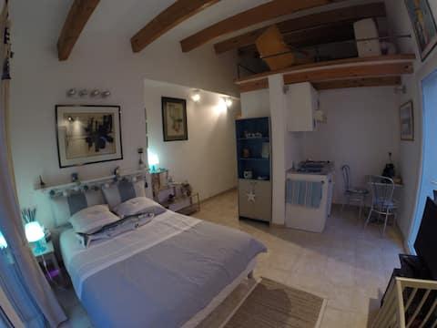 Chambre Studio au cœur du Brusc,Piscine, SPA