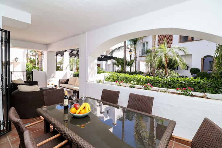 San Pedro beachside apartment - perfect location