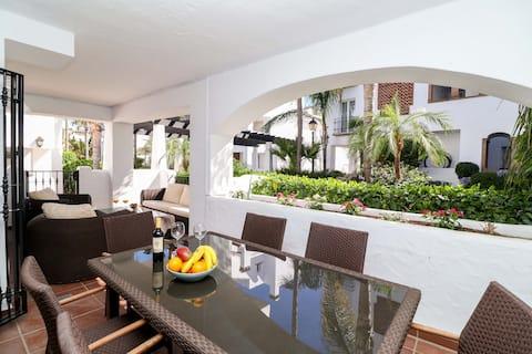 San Pedro beachside apartment - perfect location