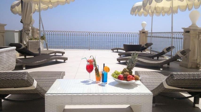 """Libeccio """"Il Cavalluccio Marino Fronte Mare"""""""