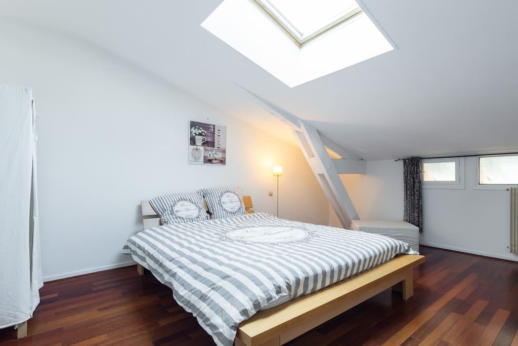 La chambre à coucher / The bed room