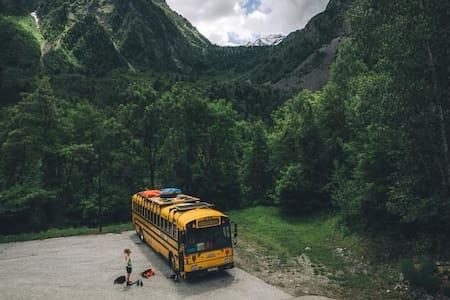 The adventure hostel on wheels: The Nomads Bus - Sölden - Bed & Breakfast