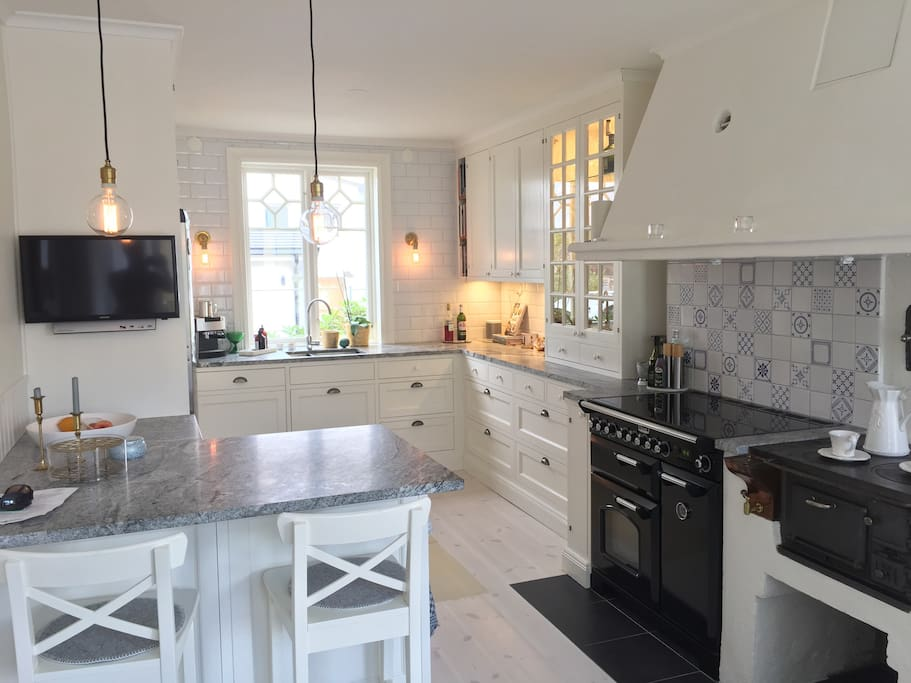 Fully equipped kitchen, newly renovated.