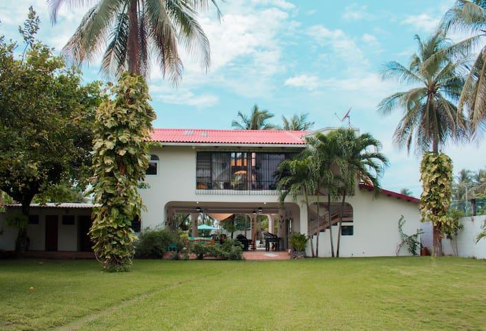 Casa de Playa Familiar Privada- Costa Azul