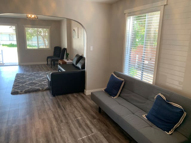 Full Home-Near APU, Citrus College, DT Glendora.