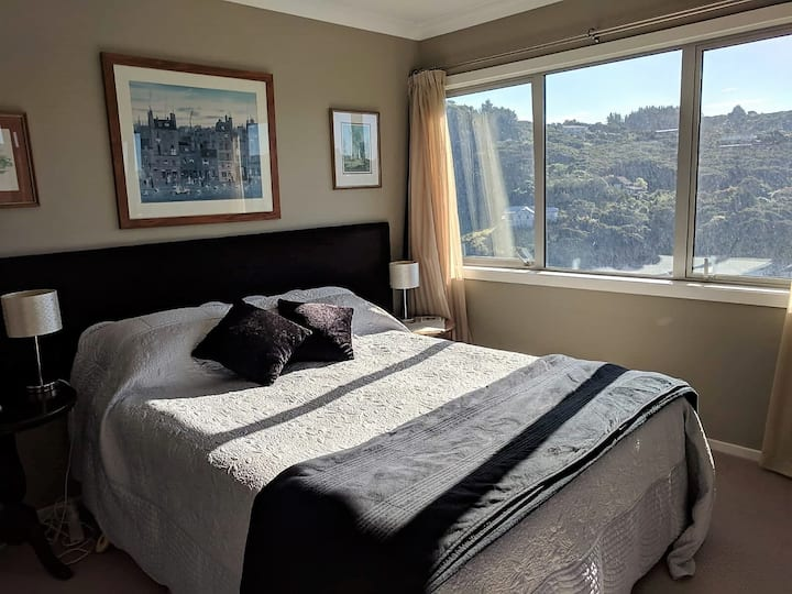 Quiet bedroom with breakfast in Whitby.