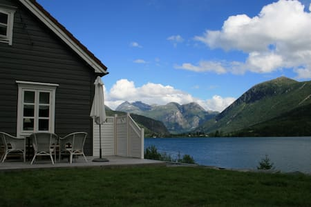 House with high standard.Lake,peak & glacier view. - Stryn