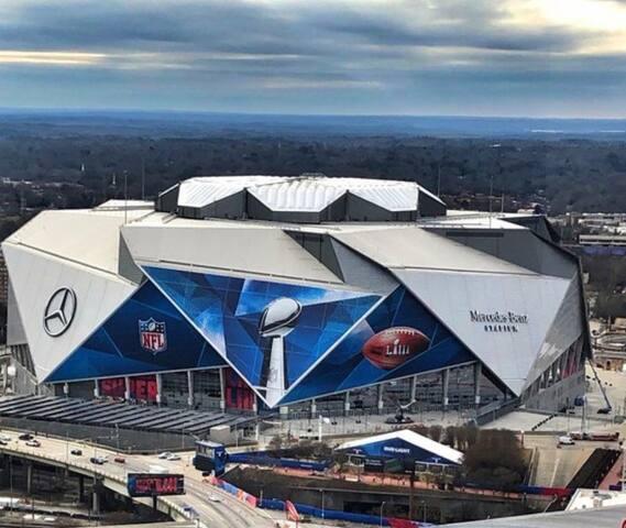 Perfect Super Bowl Get Away 1 Block From Stadium !