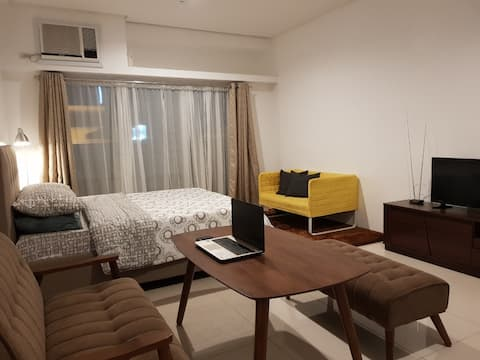 Spacious Studio w/ Balcony along Lacson St. (A)