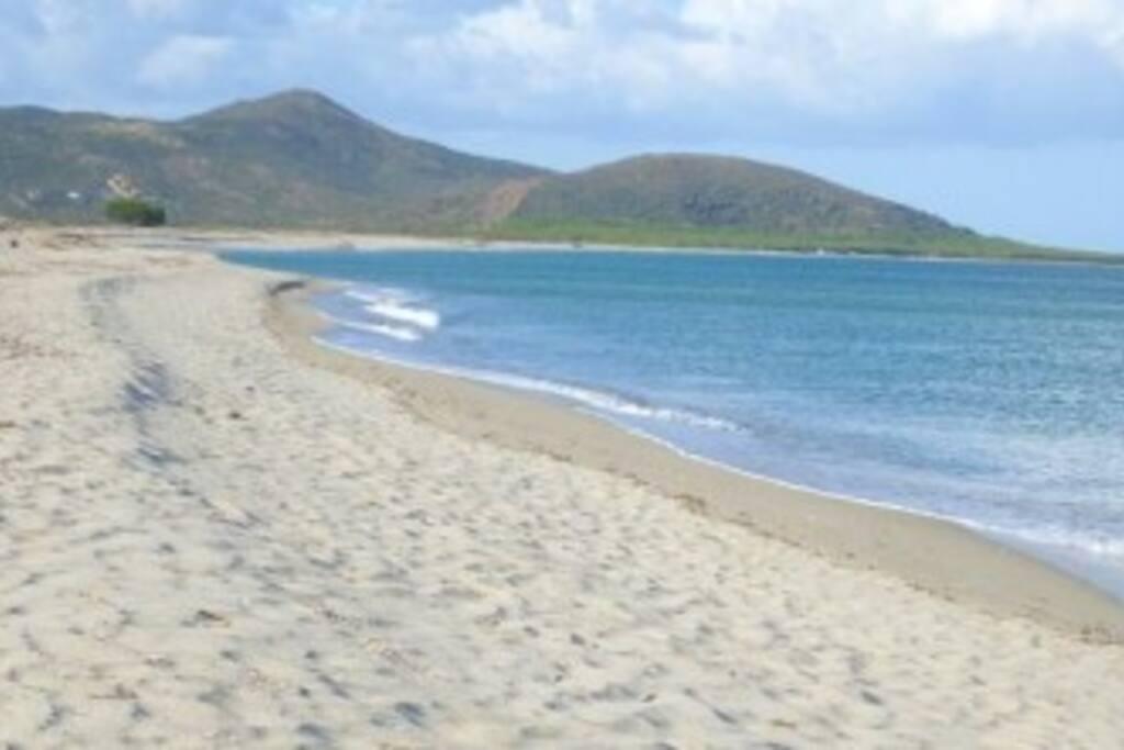 """Spiaggia di """"Sa Tiria"""" con vista su Orvile"""