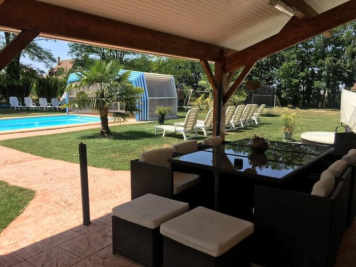 GITES 300m²16 pers piscine couverte§chauffée SDJ