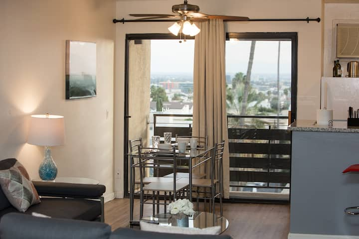 Dazzling Hollywood Studio - Fully Furnished