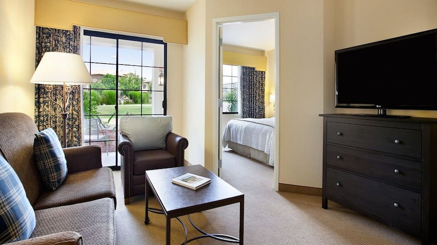 2 bedroom at embassy suites 2nd week Coachella - La Quinta - Lägenhet