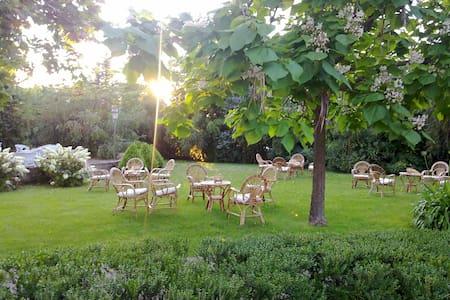 Ampi spazi verdi, a due passi dal mare... - Pontecagnano Faiano - Гестхаус