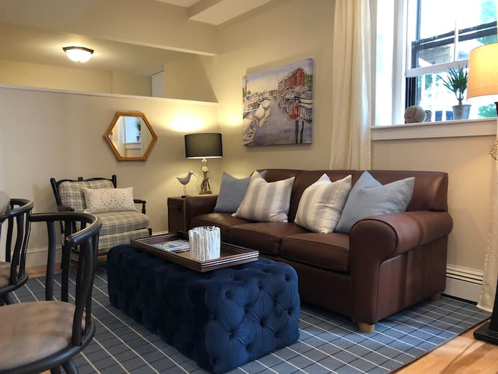 Charming Downtown 1BR w/ Parking, Walk to Old Port