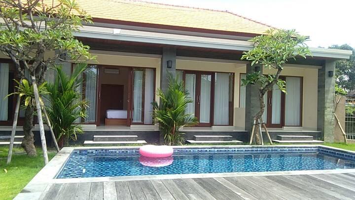 Comfy room w/ pool in Canggu #4