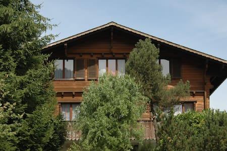 Wohnen im Einfamilienhaus im grünen - Ebikon - House
