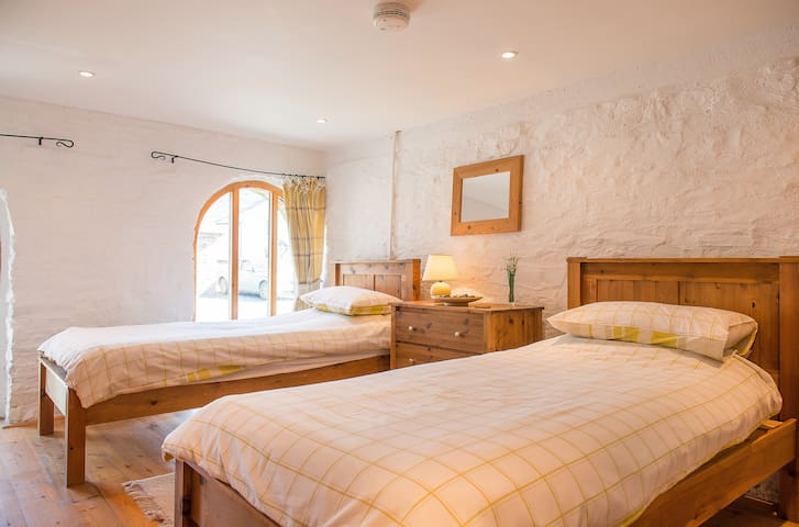 The Tall Barn, West Venn Holiday Cottages, Devon - Ashwater - House