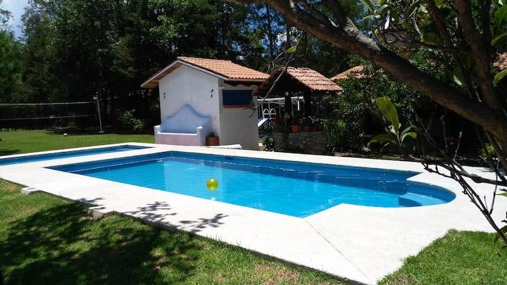 """"""" The Blue Peach"""" villa con alberca, caldera y BBQ"""