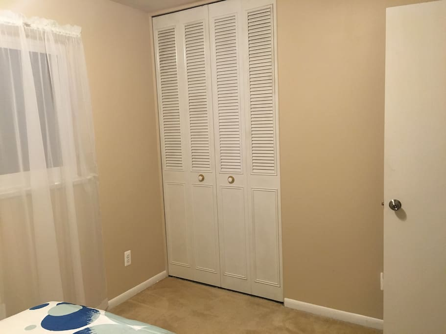 Sunny bedroom in farmington mi houses for rent in for 7 bedroom house for rent in michigan
