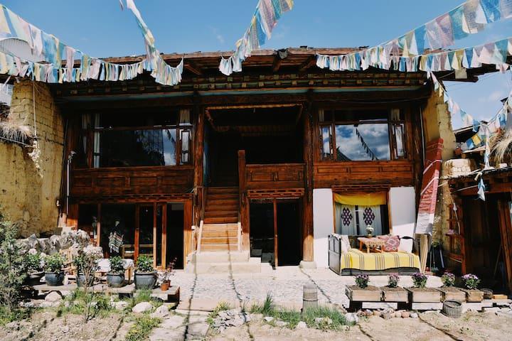 藏喜小院| 三楼星空房(街景)|独立摄影|院落咖啡