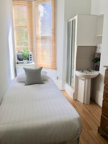 Good value singe room West Kensington - Edith 7