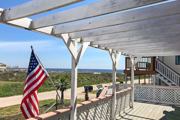 Surfside Beach Home w/Deck- 300 ft from the Gulf!