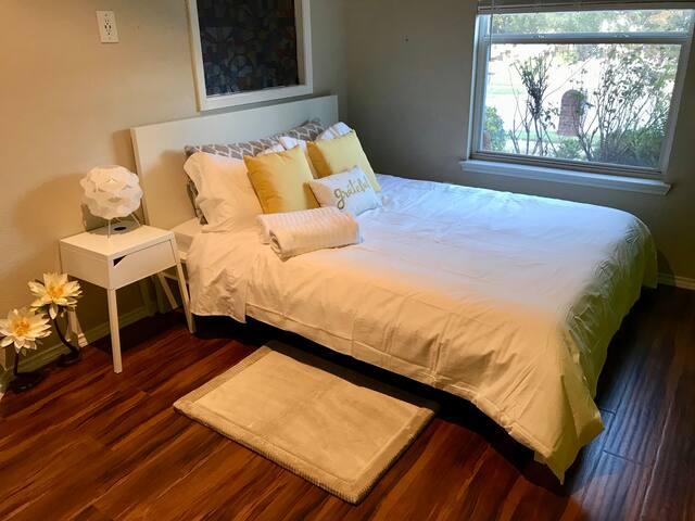 Lakeside Sunny Room+RunningTrail+LakePark Dallas