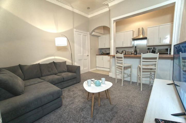 Newly Renovated, Spacious, Cosy and Welcoming Flat