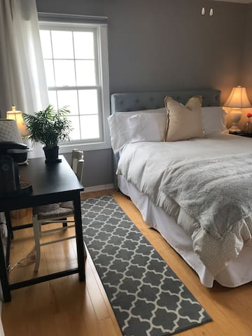 Comfy bedroom w writing desk