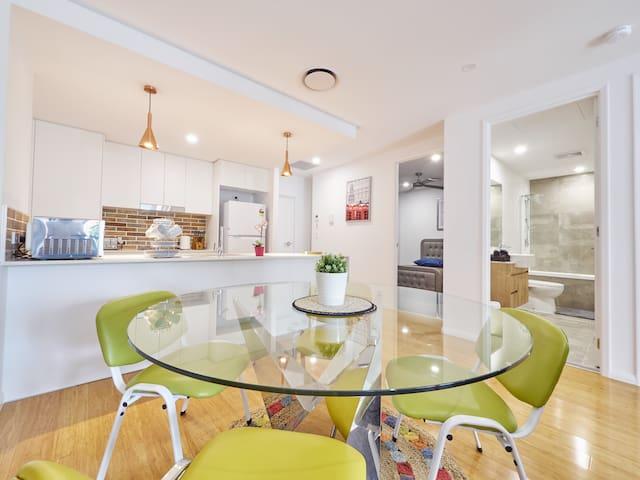 Modern Designer Apartment. Public transport access - Yeerongpilly - Apartemen