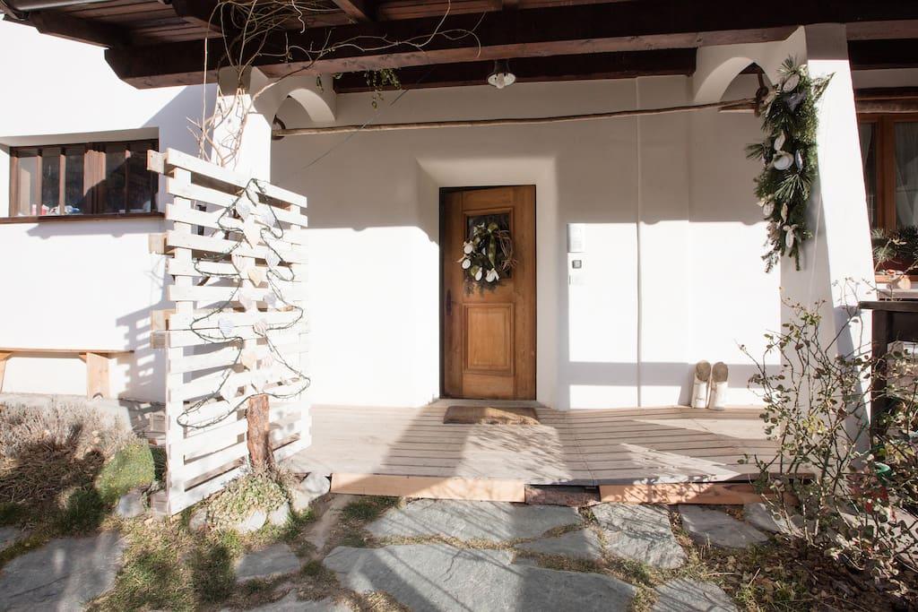 ingresso front door