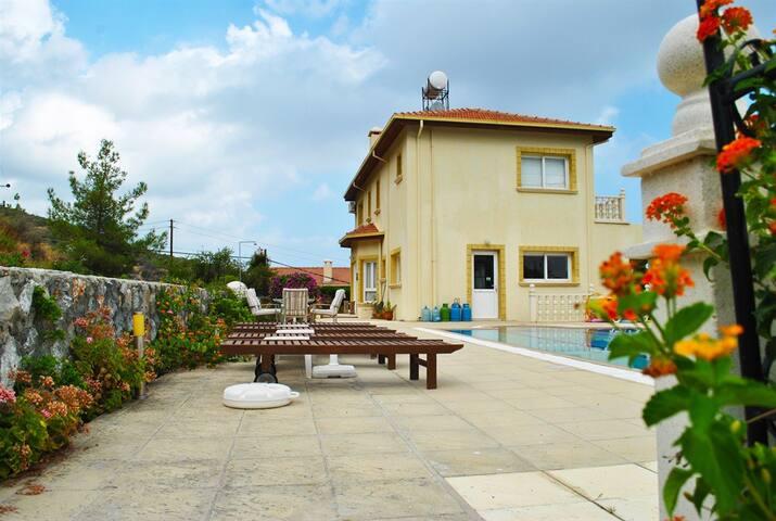 KB470 - 4 Bdr Villa with private pool in hillside - Alsancak - Villa