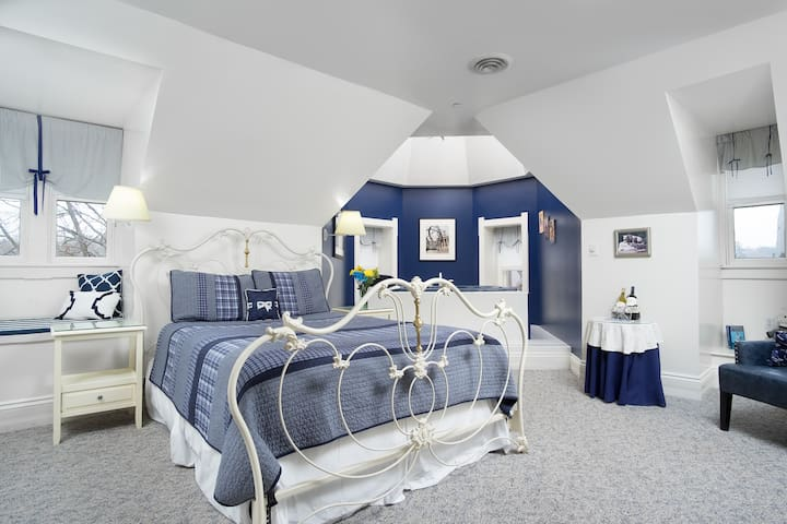 Nittany Blue Room - Reynolds Mansion