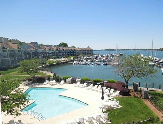 Luxury Lakefront Condo on Lake Norman