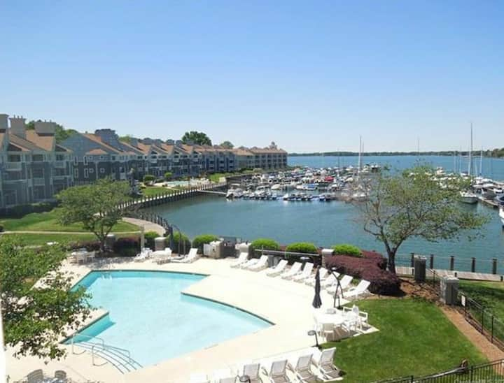 Luxury Lakefront Condo on Lake Norman
