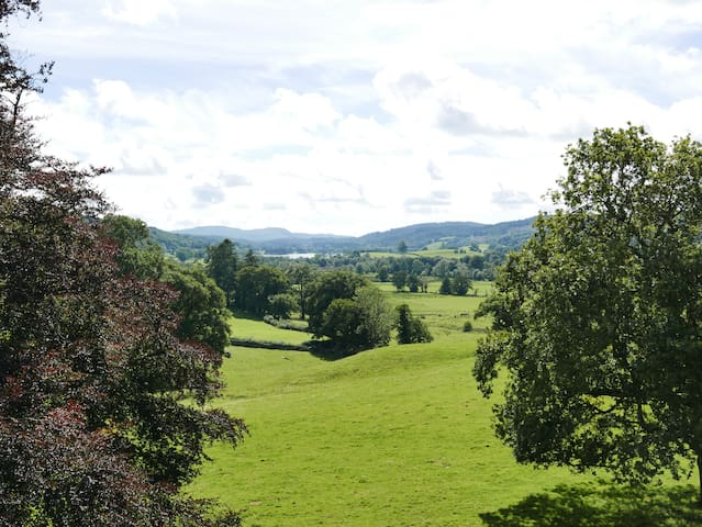 Sara Buck Room With Superb Lake District View - Outgate - Bed & Breakfast