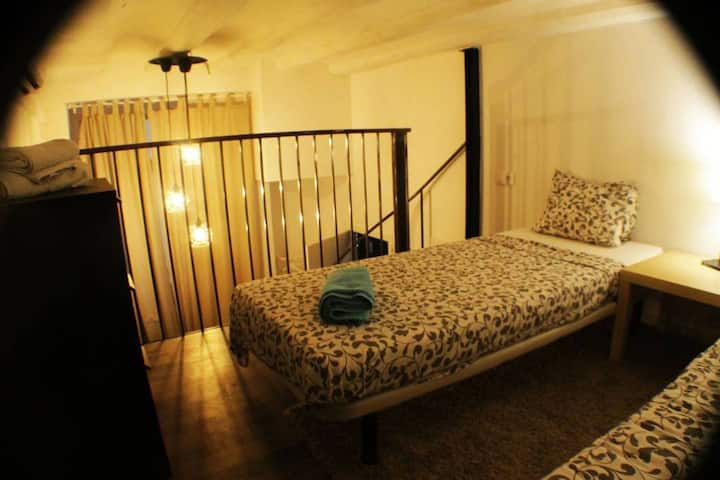 A private room  in the heart of Bacelona - 32 days